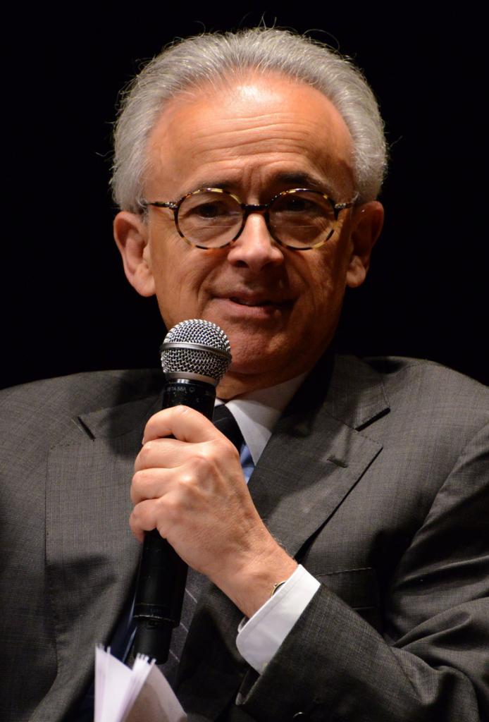 António Damásio parle au micro