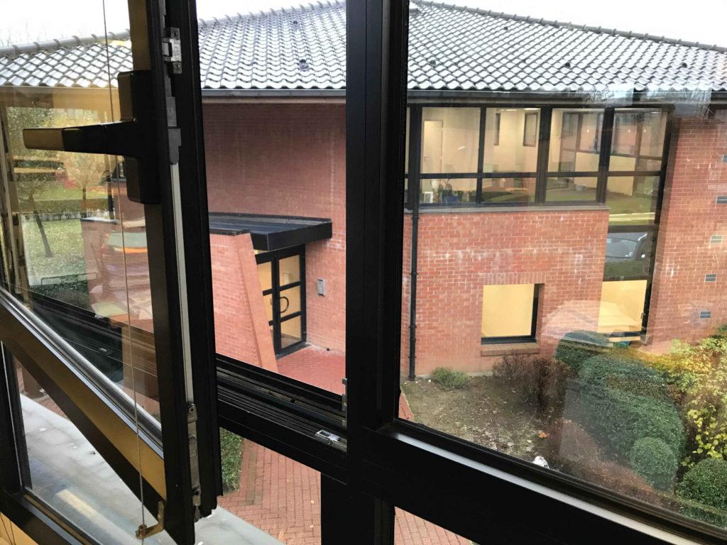 déménagement kronos : Nos nouveaux locaux visibles depuis la fenêtre.